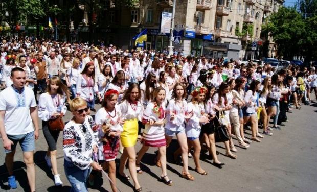 На юге Украины прошли рекордные марши вышиванок.