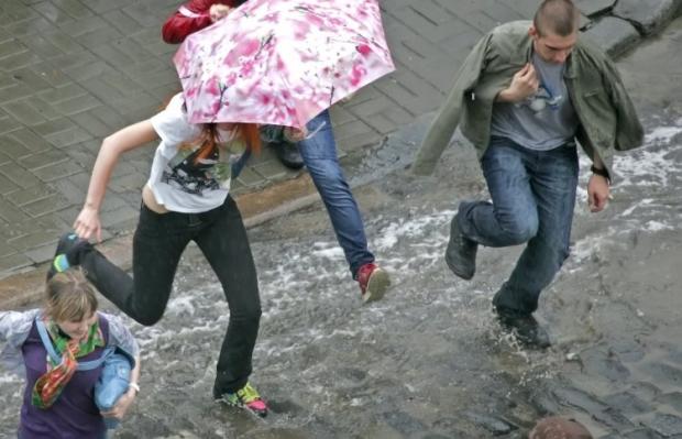 Кратковременные грозовые дожди со шквалистым усилением ветра / Фото: УНИАН