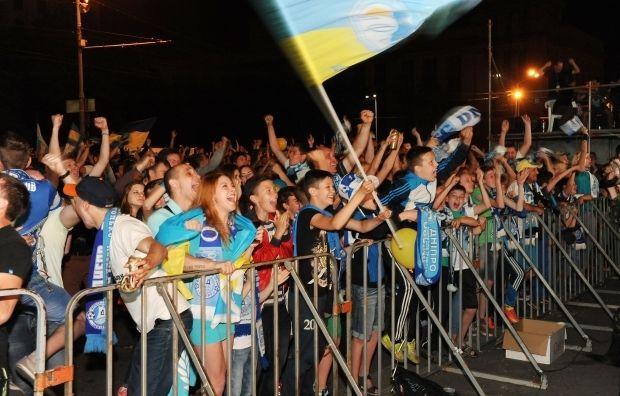 Днепропетровск и Киев вышел на улицы болеть за