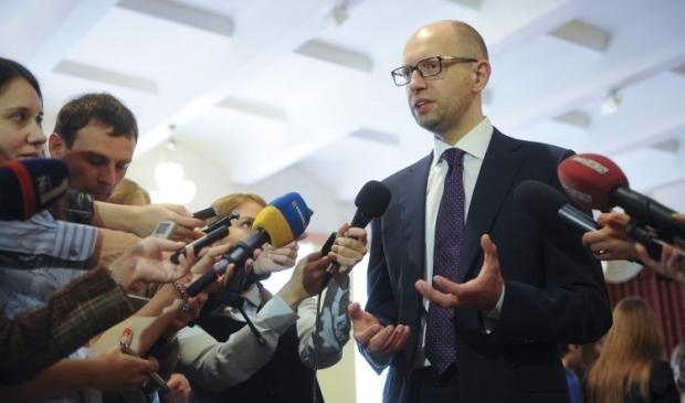 Арсеній Яценюк відповідає на запитання журналістів / Фото: УНІАН