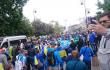 Футбольные фанаты гуляют по Варшаве перед финальным матчем Лиги Европы <br> @belultras_by