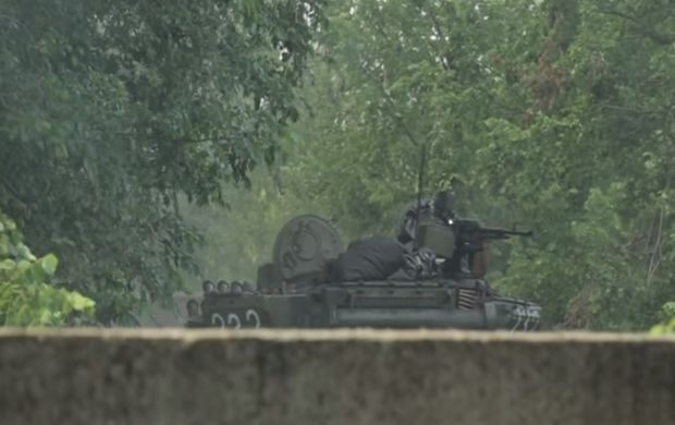 Боевики применяли танки / Скриншот видео