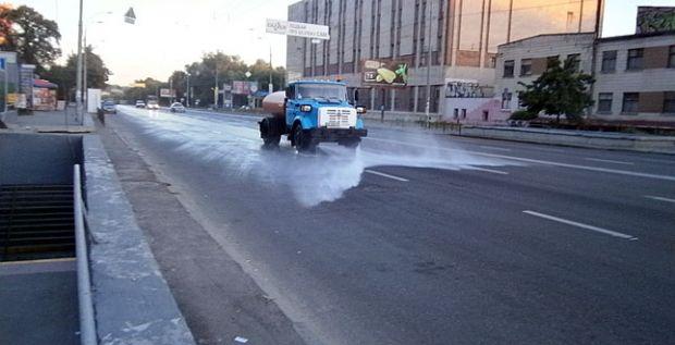 Столична мерія прийняла рішення посилити полив доріг / kievcity.gov.ua