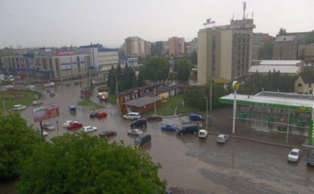 Дождь продолжается в Черновцах до сих пор / vidido.ua