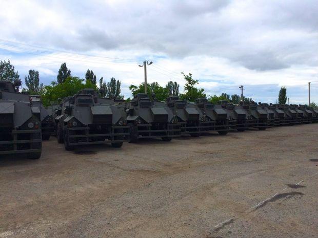 55 бронемашин Saxon прибыли в Украину