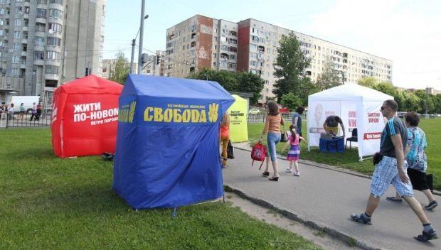 На агитацию и подкуп избирателей партии потратили почти 2 млрд гривень / УНИАН