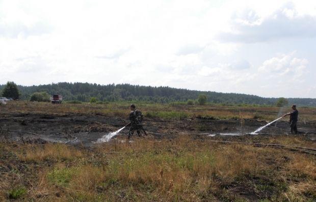 В Киевской области до сих пор продолжает тлеть торф