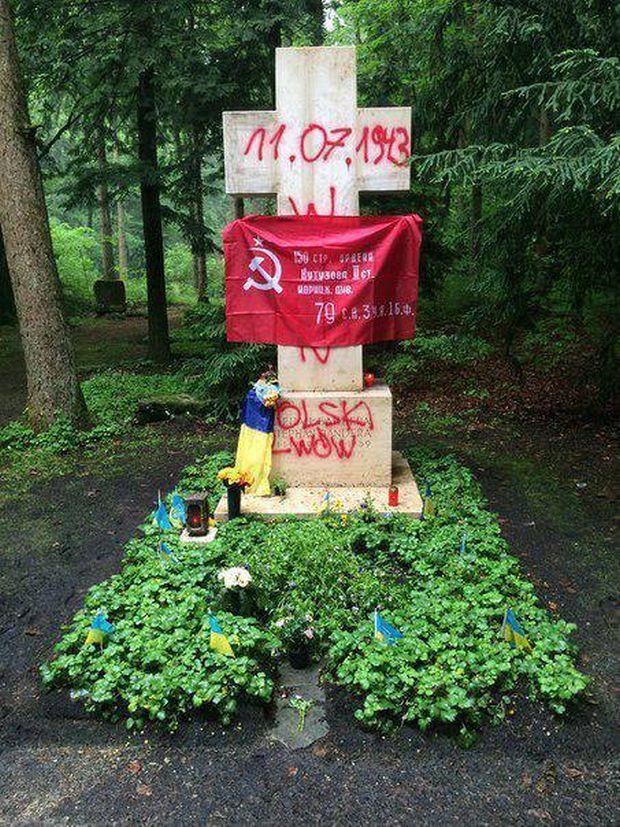 Оскверненная могила Степана Бандеры в Мюнхене / Facebook Дмитрий Лиховий