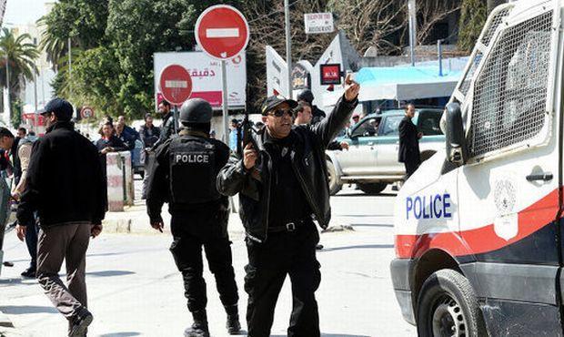 При нападении на отель в Тунисе погибли 27 человек