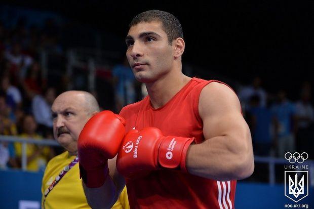 Украинский боксер Манукян вышел в полуфинал Чемпионата мира