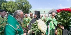 День ангела Предстоятеля УПЦ: Литургия в лавре, иностранные гости и молитва за мир в Украине (фоторепортаж)