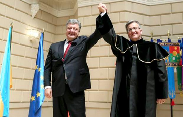 Порошенко и Коморовский / @poroshenko