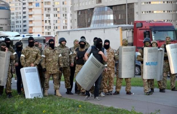 Порошенко собирается запретить носить балаклавы в мирное время / Фото УНИАН