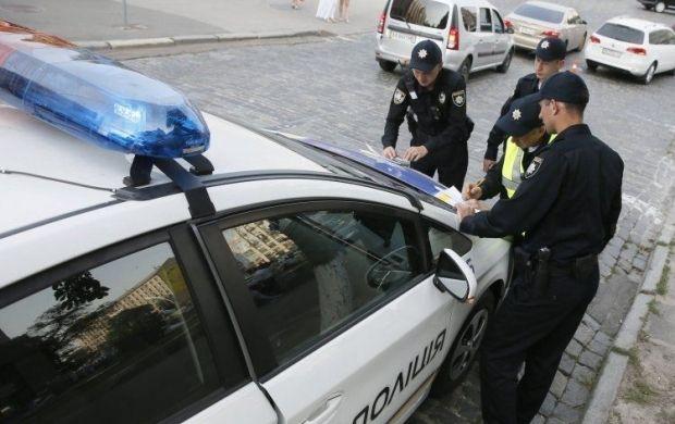 В Одессе автомобиль патрульной полиции сбил женщину на регулируемом перекрестке