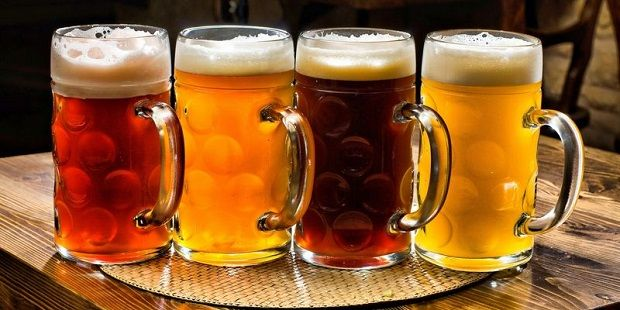 Добровольцы, выпивавшие по 20 или более единиц пива в неделю, на 93% чаще сталкивались с поражением коленного сустава / Фото: telegraf.com.ua