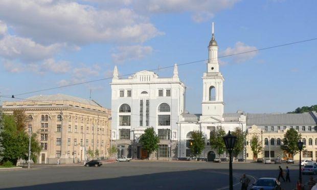 Контрактова площа з видом на одне з управлінь Нацбанку / Ivan Hrekin / Wikipedia