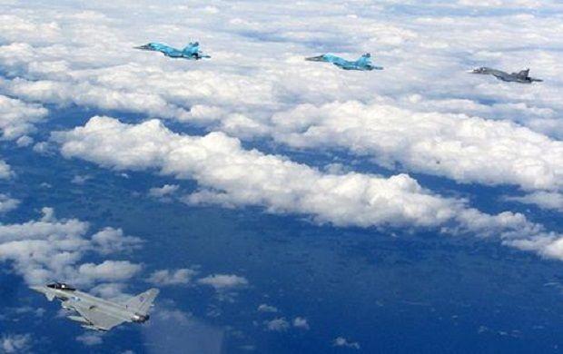 Typhoon da RAF intercepta 10 aeronaves russas sobre o Báltico