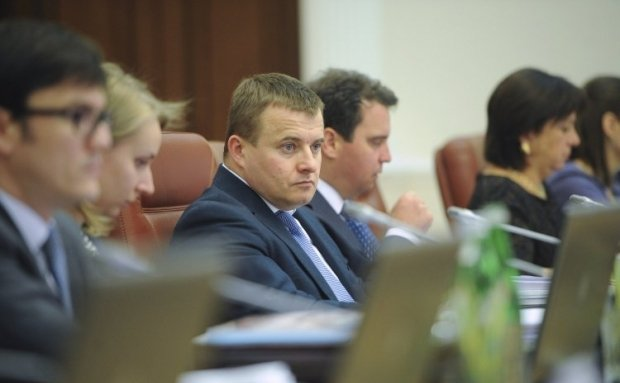 Minister Demchyshyn says that a margin under an electricity contract with Crimea is a mere 3% / Photo from UNIAN