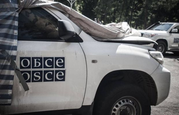 There was an arson attack on OSCE SMM cars in Donetsk on Sunday / Photo from twitter.com/InfoResist