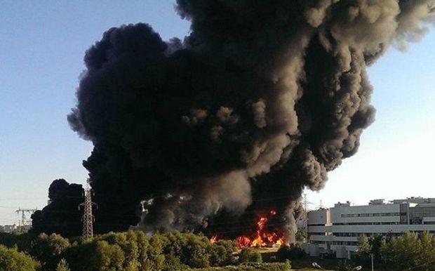 Пожар на Москве-реке / @adasan1995