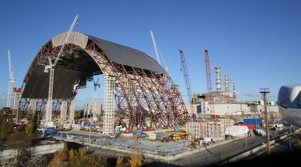 The construction of the new safe confinement at the Chornobyl NPP / Photo from UNIAN