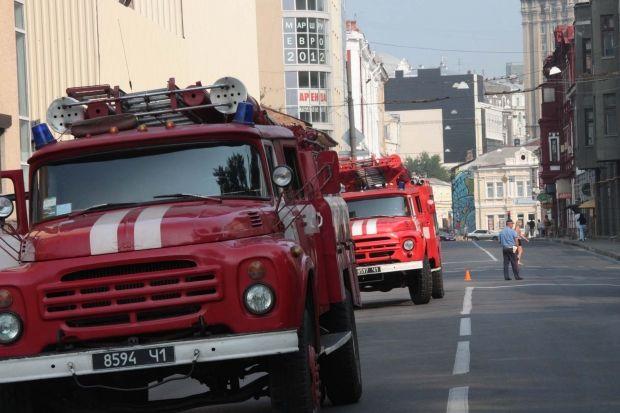 Рятувальники гасили пожежу в центрі Києві / фото kharkiv.mns.gov.ua