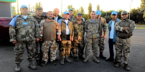 A group of negotiators helped to free four volunteers and returned to Donetsk to continue talks on the release of Ukrainian hostages / Photo from facebook.com/Budik.v.v
