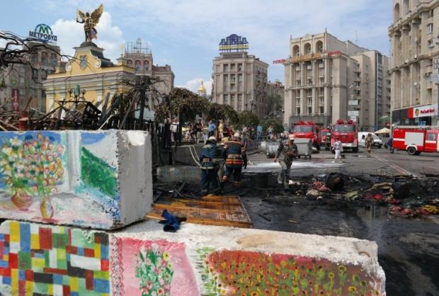 Демонтаж барикад і тимчасових споруд на Майдані