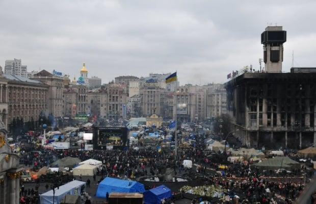 Вид на Майдан Незалежності з готелю