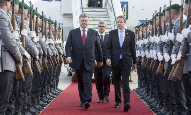 Порошенко рассказал президенту Германии о продлении обострения ситуации в Донбассе  УНИАН
