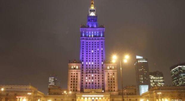 Dvorec Kultury I Nauki V Varshave Stal Sine Zheltym Unian