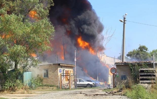 В Буче горит склад промпредприятия / Фото УНИАН