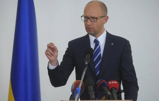 Yatsenyuk promises to deal with the unrest in the currency market / Photo from UNIAN