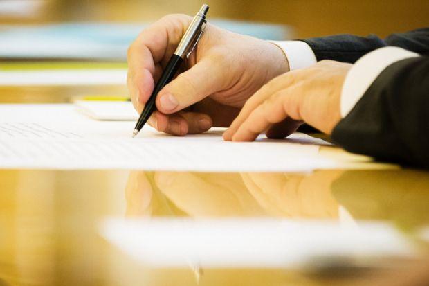 Порошенко підписав закон щодо розширення повноважень місцевих рад
