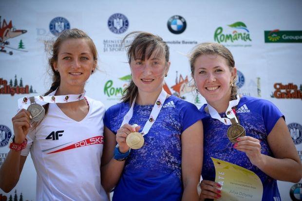 Ольга Абрамова (в центре) выиграла 2 золотые медали чемпионата мира / biathlonworld.com