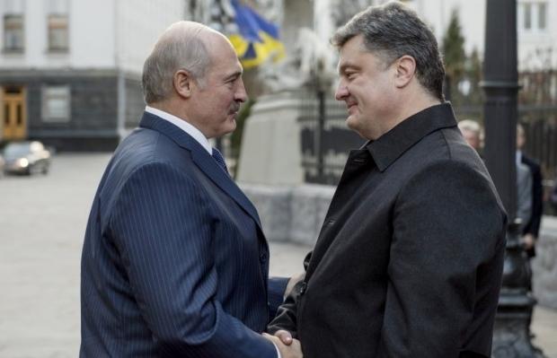 Лукашенко поздравил Порошенко с юбилеем: Волевой характер президента поможет вернуть мир в Украине