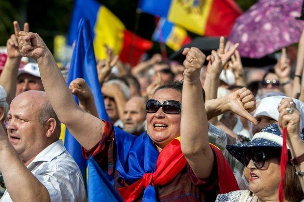 В Кишиневе проходят массовые акции протеста — требуют отставки президента