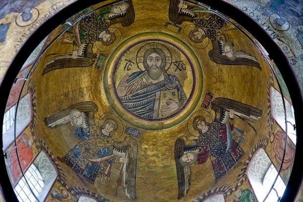 Мозаїки в куполі - Христос Вседержитель в оточенні Архангелів. Свята Софія, 11 в