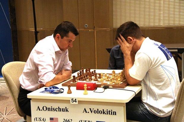 Американец Александр Онищук уже на старте вынудил Андрея Волокитина завершить борьбу  / bakuworldcup2015.com