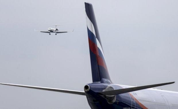 Медведев поручил готовить санкции против украинских авиакомпаний