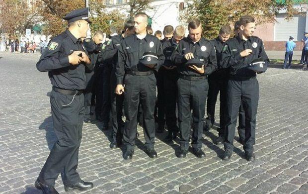 В Харькове принесли присягу около 800 новых патрульных полицейских