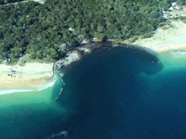 В Австралии провал размером с футбольное поле поглотил часть пляжа с кемпингом