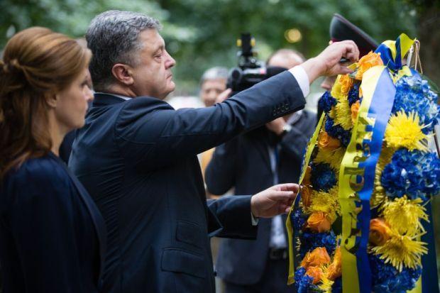 Порошенко с супругой почтили память жертв теракта 11 сентября 2001 года в США