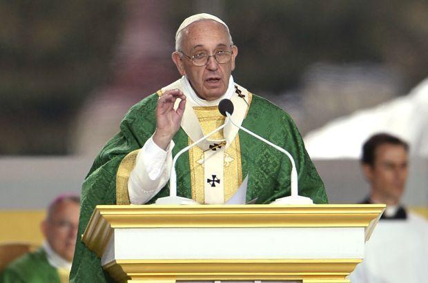 Папа римский завершил визит в США мессой в Филадельфии