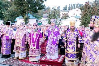 В Киево-Печерской лавре отметили праздник Воздвижения Креста Господня