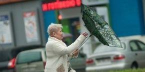 Завтра в Києві очікується дощ, синоптики попередили про штормовий вітер