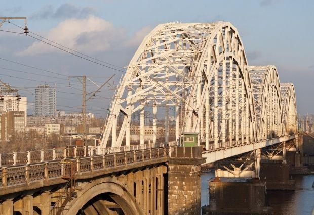 """""""Укрзалізниця"""" оскаржить рішення суду про сплату боргу за будівництво Дарницького мосту / uk.wikipedia.org"""