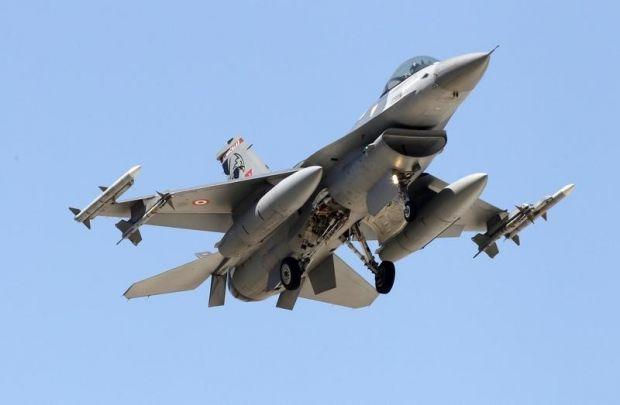 Истребитель F-16 ВВС Турции  / REUTERS