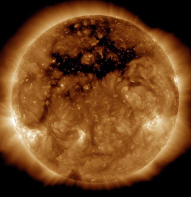 NASA опубликовало фотографию корональной дыры на Солнце