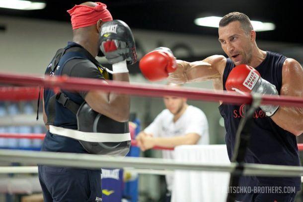 Кличко возобновил подготовку к бою с Фьюри